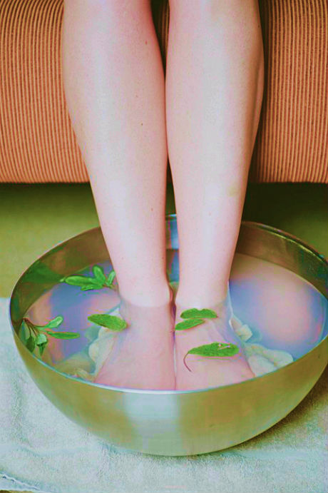 ingrown toenails and essential oils in a footbath