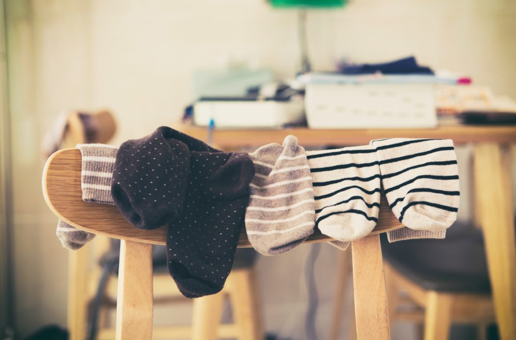 how to prevent toenail fungus from spreading to family by not sharing socks