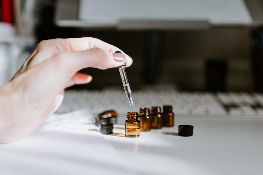 applying cinnamon oil for toenail fungus