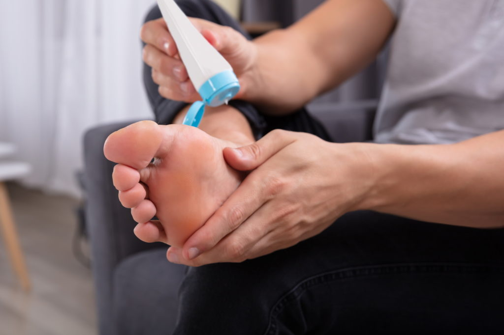 how to remove calluses from feet permanently