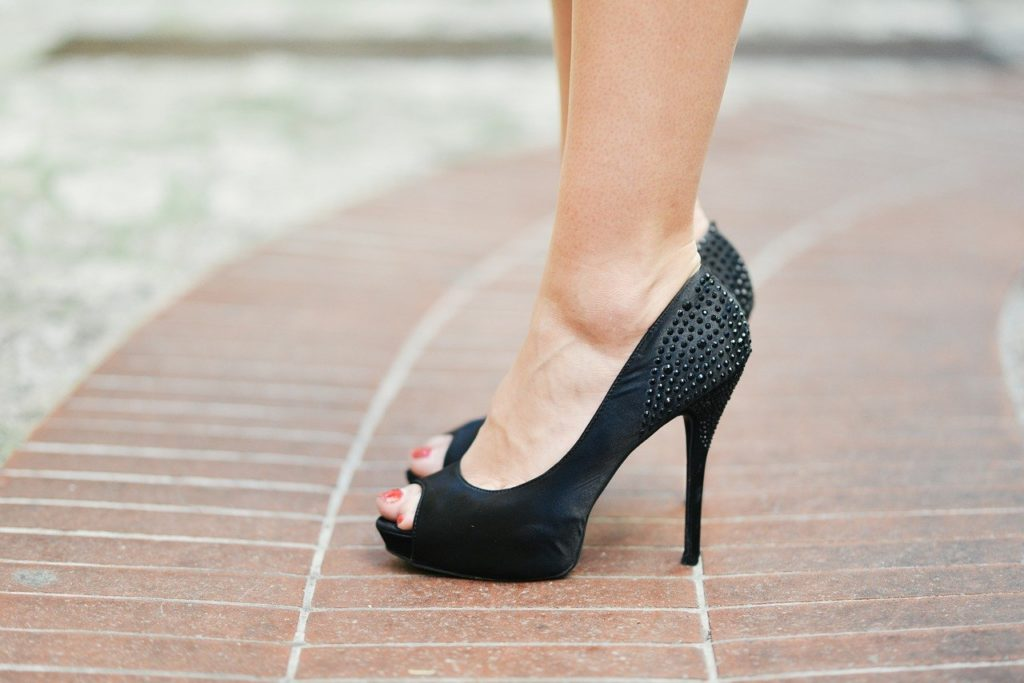 how to stop feet from sweating in heels